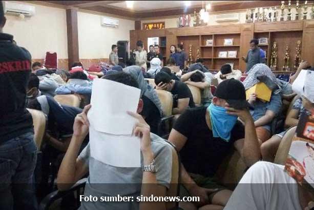 Heboh, Polisi Gerebek Pesta Gay di Harmoni, 51 Pria Diamankan