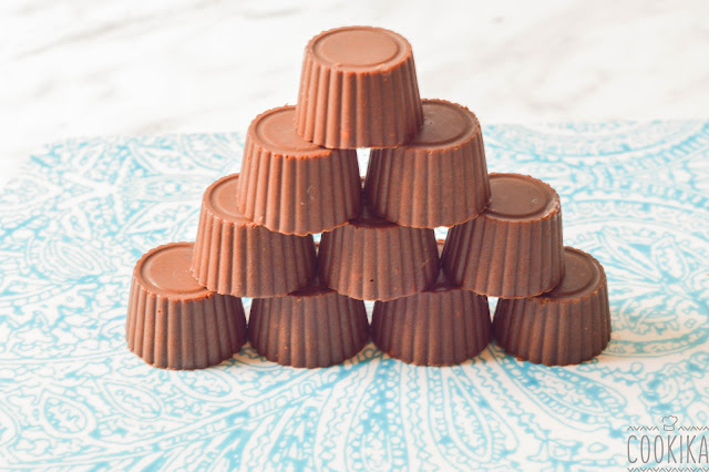 Vegan mini chocolates with almonds