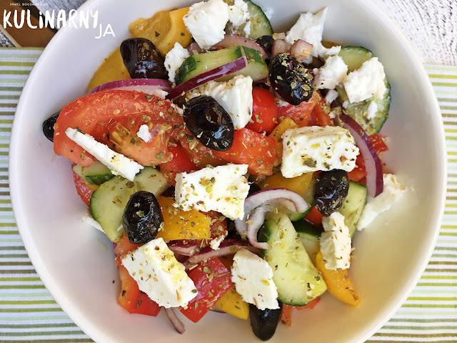 Sałatka grecka z fetą i oliwkami
