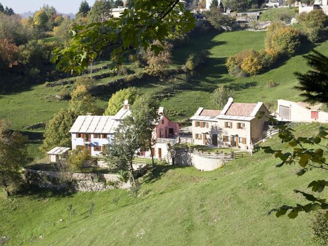 Percorso panoramico tra i verdeggianti colli e le antiche contrade intorno a Bosco Chiesanuova. Molto suggestivi i passaggi attraverso i boschi e campi carreggiati con antiche rocce carsiche che sbucano dal terreno
