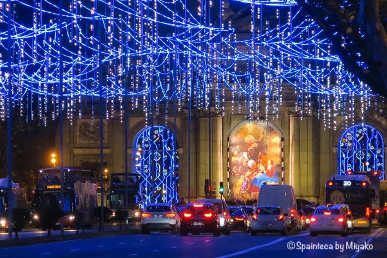Puerta de Alcala マドリードのクリスマスイルミネーションが灯るアルカラ門