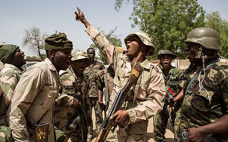 Shocking! Angry Soldiers Attack Brigadier-General Over Food and Water Shortage in Maiduguri
