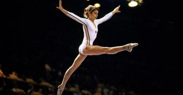 Η πρώτη γυμνάστρια στην ιστορία των Ολυμπιακών που πέτυχε το απόλυτο 10