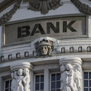 perbedaan dan persamaan lembaga keuangan bank dan bukan bank
