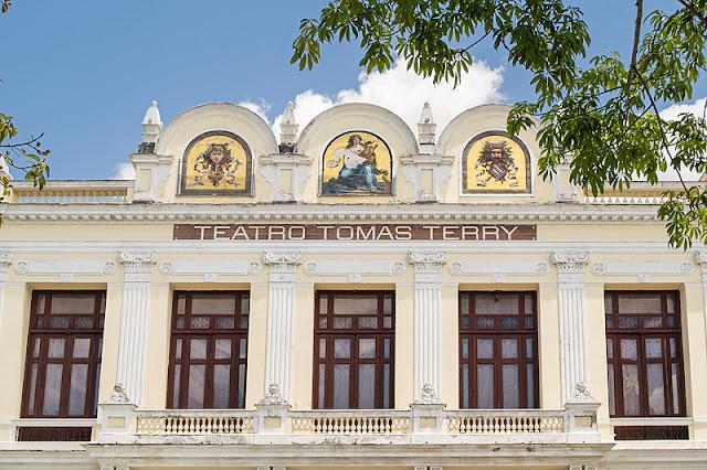 La façade du théâtre Tomas Terry