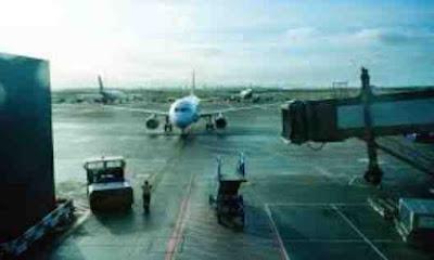Liburan ke luar kota atau ke luar negeri menggunakan pesawat memang sangat cepat dan tida cara mengatasi ketinggalan pesawat terbang, begini solusi cara mengatasi jika kamu ketinggalan pesawat dibandara
