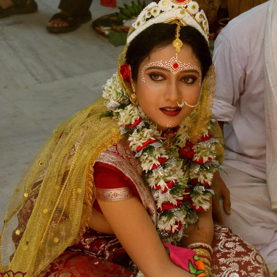 Typical Bengali Bridal Makeup and Hair Style
