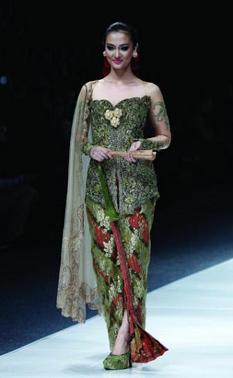 Model Baju Kebaya Anne Avantie Untuk Orang Gemuk Agar Terlihat Langsing