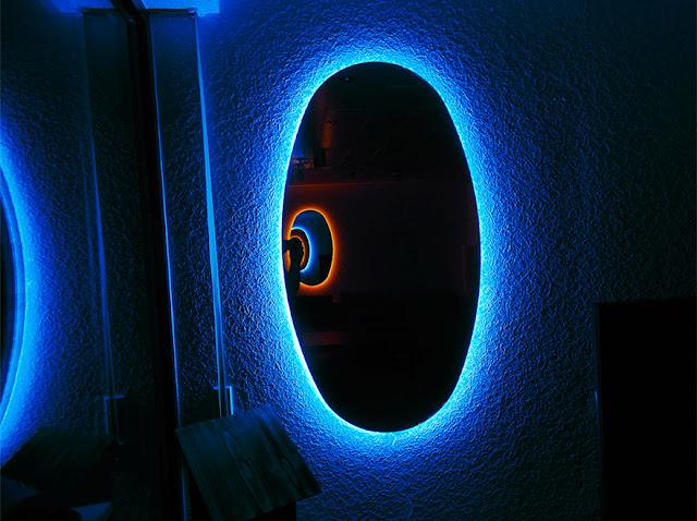 グミのシャンデリア?感性を刺激するクリエイティブな家具#2・9選【a】 錯覚を引き起こす鏡