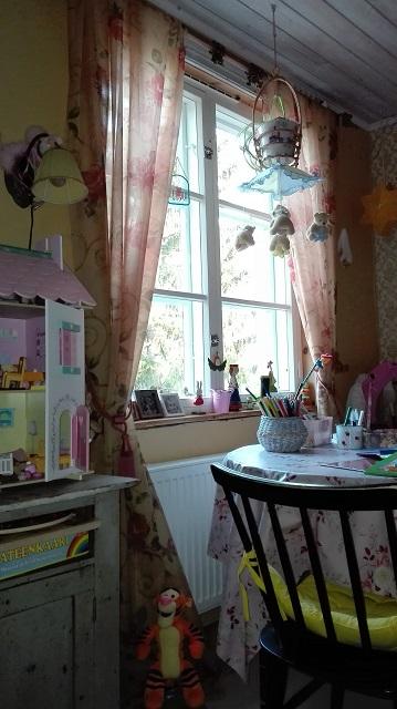lasten huoneen roosat verhot
