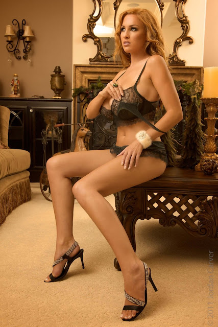 hot-sexy-Jordan-Carver-Christmas-2011-photo-shoot-picture-9