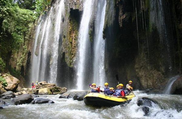Arung jeram (rafting) di Sungai Pekalen - Jawa Timur