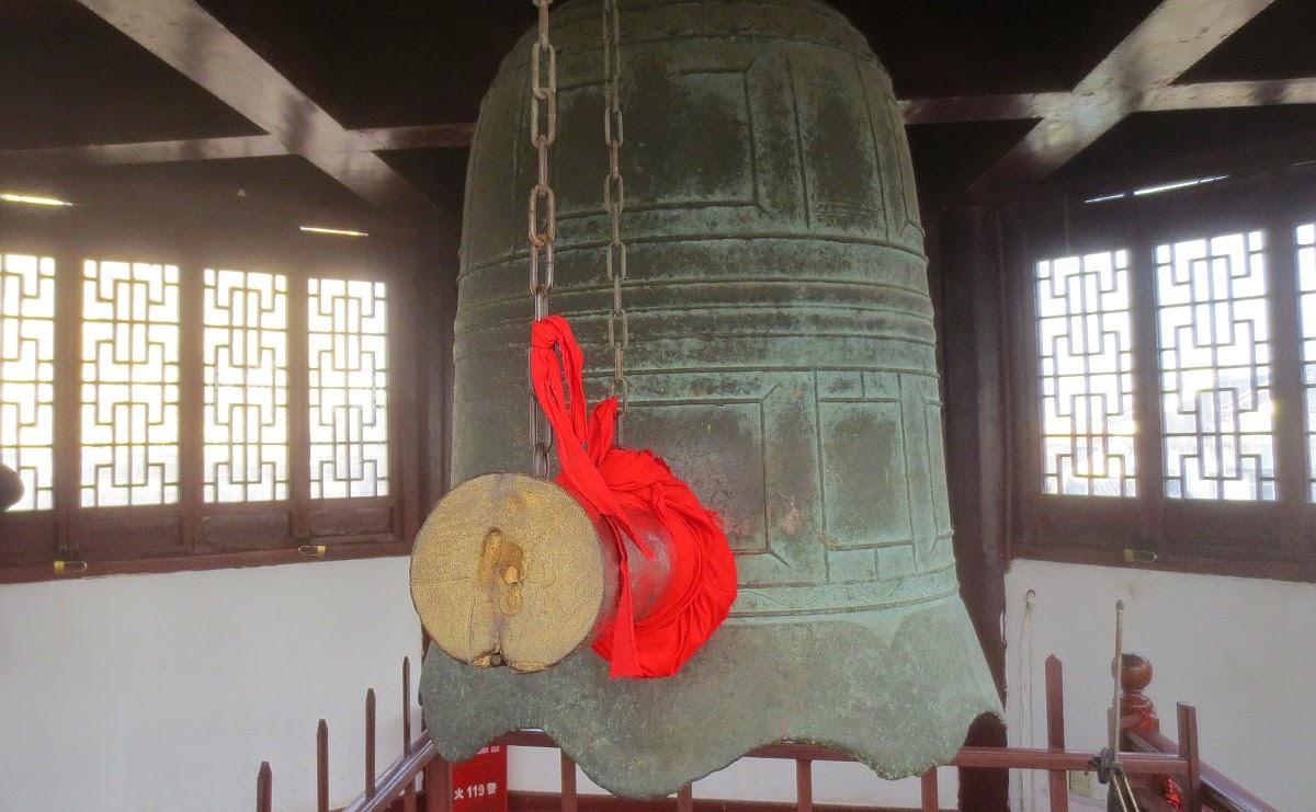 Qibao - Glocke im Glockenturm