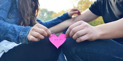 5 Alasan Mengapa Pria Yang Kurang Romantis Layak Di Jadikan Pasangan Hidupmu