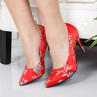 Pantofi Hossi rosii cu imprimeu floral