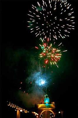 Ano Nuevo En La Calle Del Arco En Antigua Guatemala 31 Diciembre