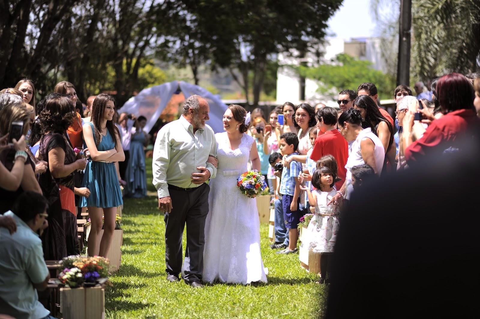 cerimonia-entrada-noiva-casamento-dia-azul-amarelo