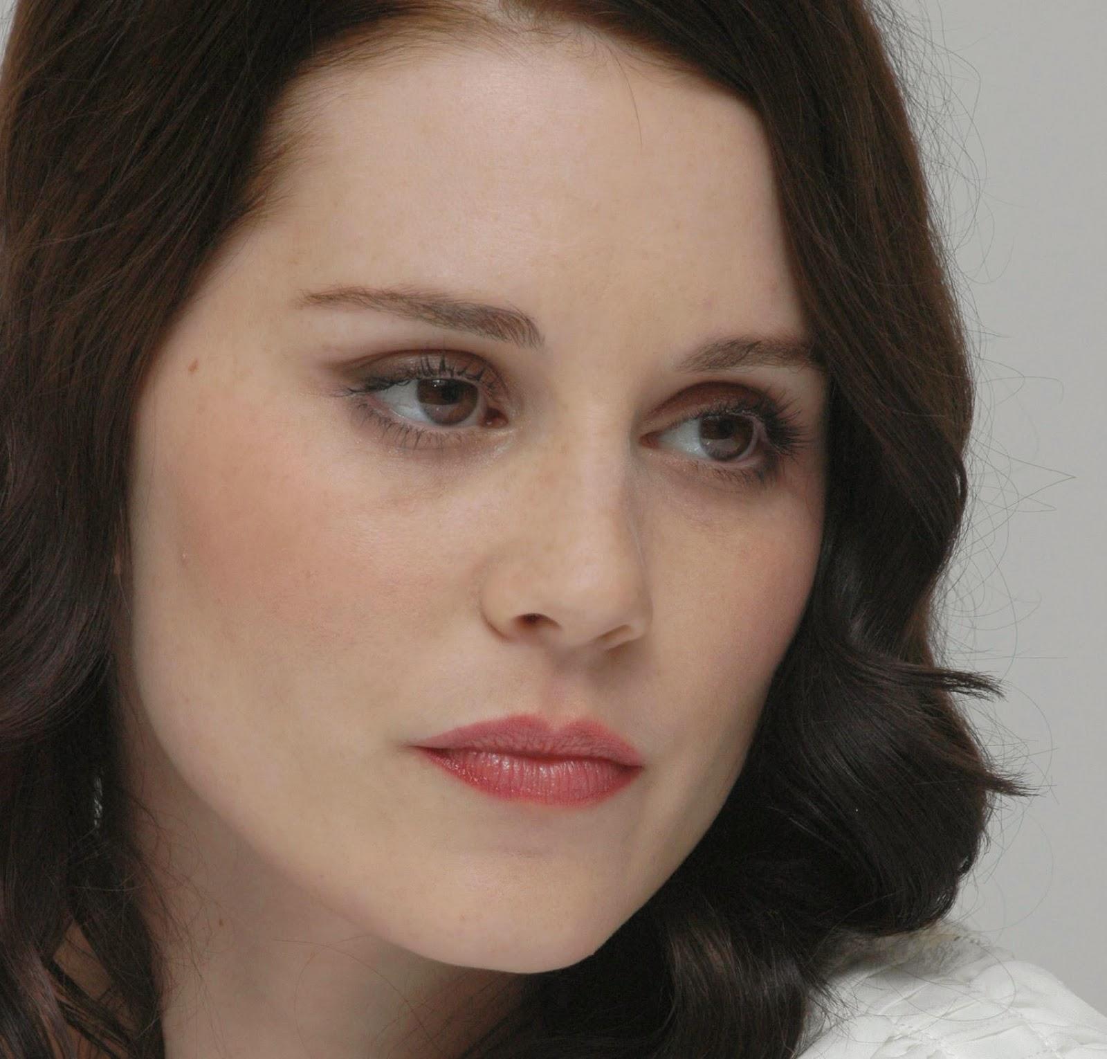 Hollywood Actress Wallpaper: Alison Lohman Wallpapers Free