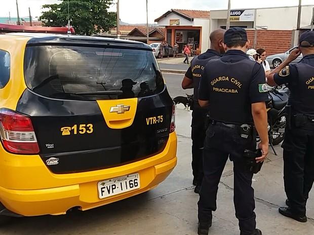 Guarda Civil de Piracicaba detém elemento acusado de passar mão em menor dentro de ônibus