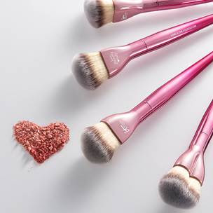 Itcosmetics breast cancer awareness makeup brush by barbies beauty bits