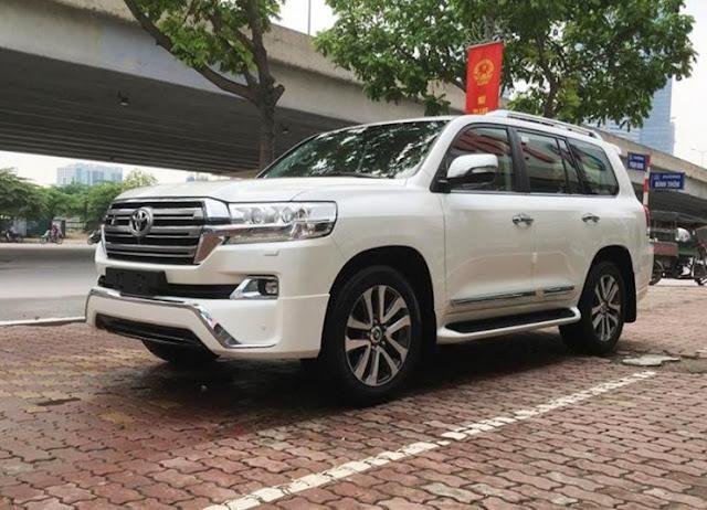 Toyota Land Cruiser VX.R 4.6 V8 nhập Trung Đông của 1 showroom tại Hà Nội