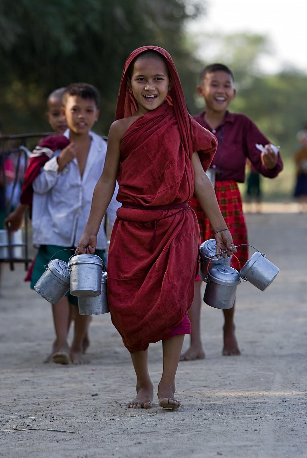 chlopcy,usmiech,bagan,birma
