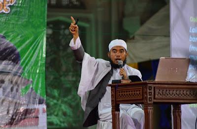 ustadz nababan: agama dilecehkan, hanya orang munafik tidak tersinggung
