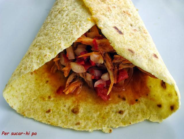Tortilla de maíz con cohinita pibil
