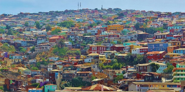 Vista a casas de Valparaíso en cerro