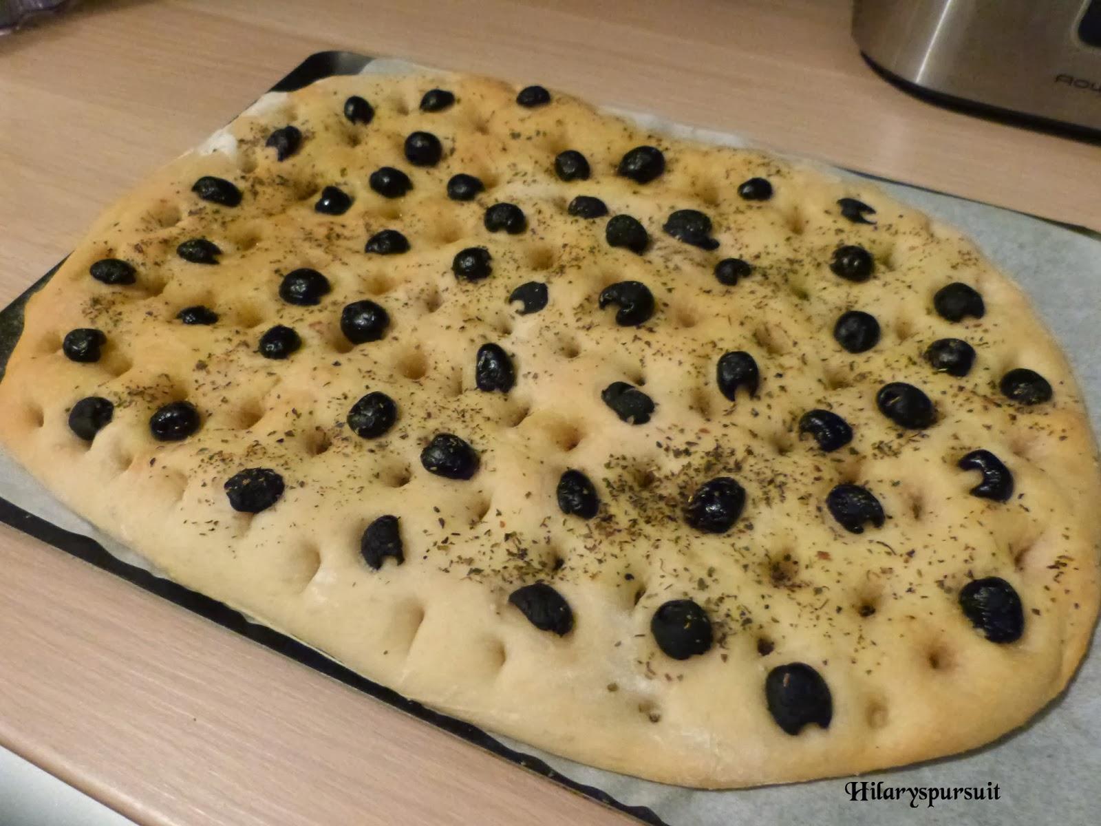 Focaccia aux olives noires et à l'origan