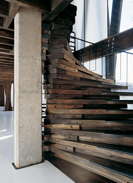 tangga minimalis dari kayu palet bekas
