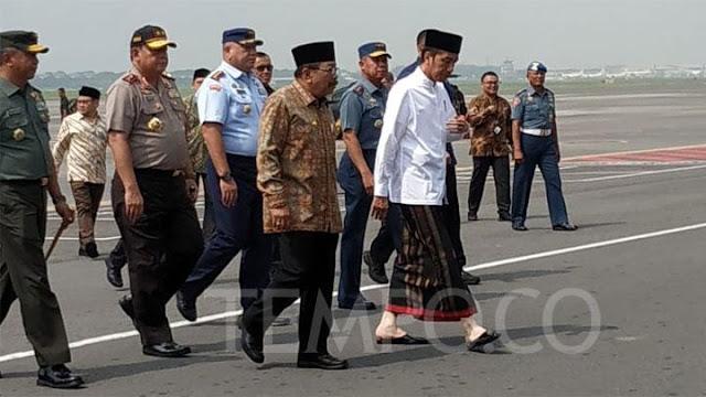 Resmikan Museum Islam di Tebuireng, Presiden Kenakan Sarung dan Koko
