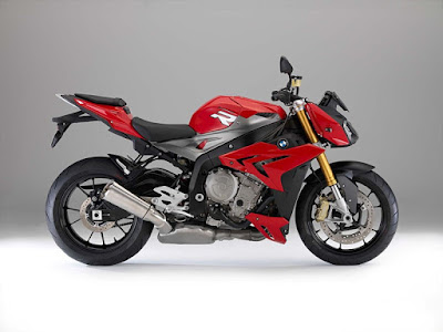 BMW S 1000 R side look picture