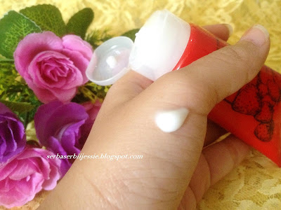 Serba_Serbii_Jessie_-_Marks_&_Spencer_Blissful_Strawberry_Moisturising_Hand_&_Nail_Cream_Review