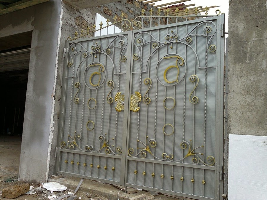 Распашные ворота для гаража