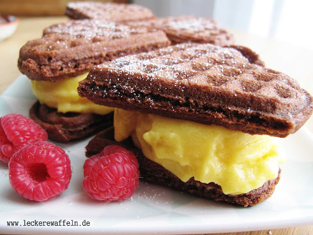 Brownie-Waffeln mit Haselnüssen und Mango-Sorbet (glutenfrei, getreidefrei, sojafrei)