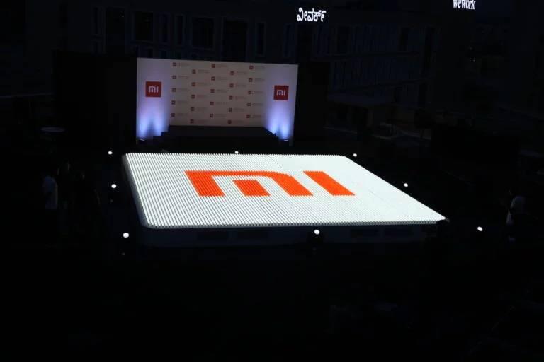 Logo Mi terbesar di dunia yang dibentuk dari 9.690 bola lampu (gizmochina.com)