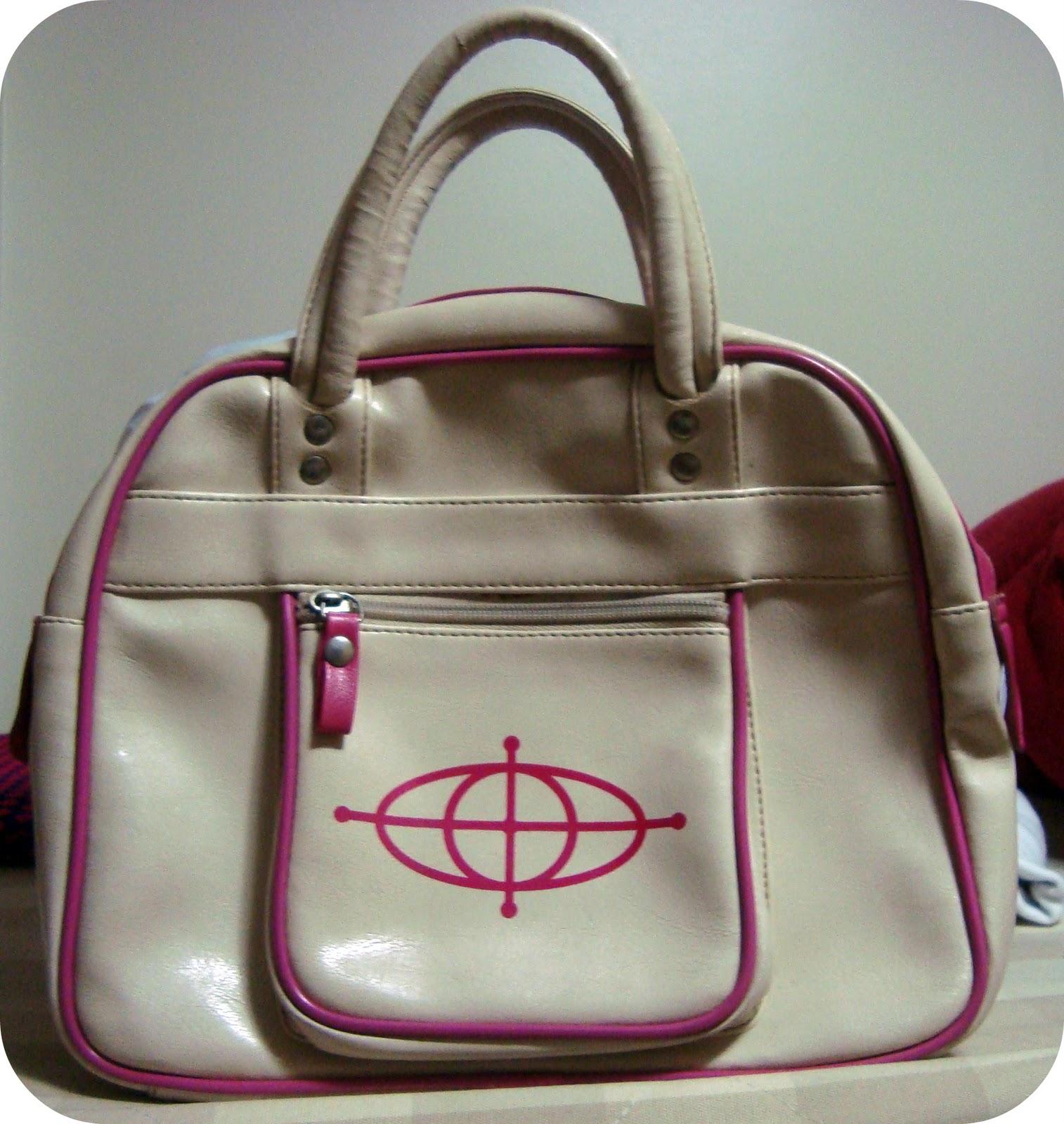 0042c56f7 Opa, mais uma bolsa Triton! Dessa vez maior e creme com rosa.