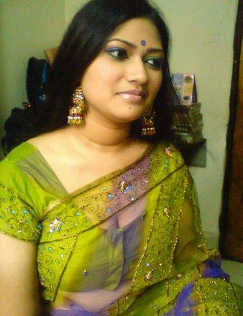 Hottest Aunty Beautiful Bengali Aunty In Transparent Saree-7134
