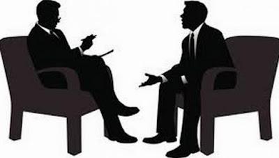 Desenho de duas pessoas numa entrevista