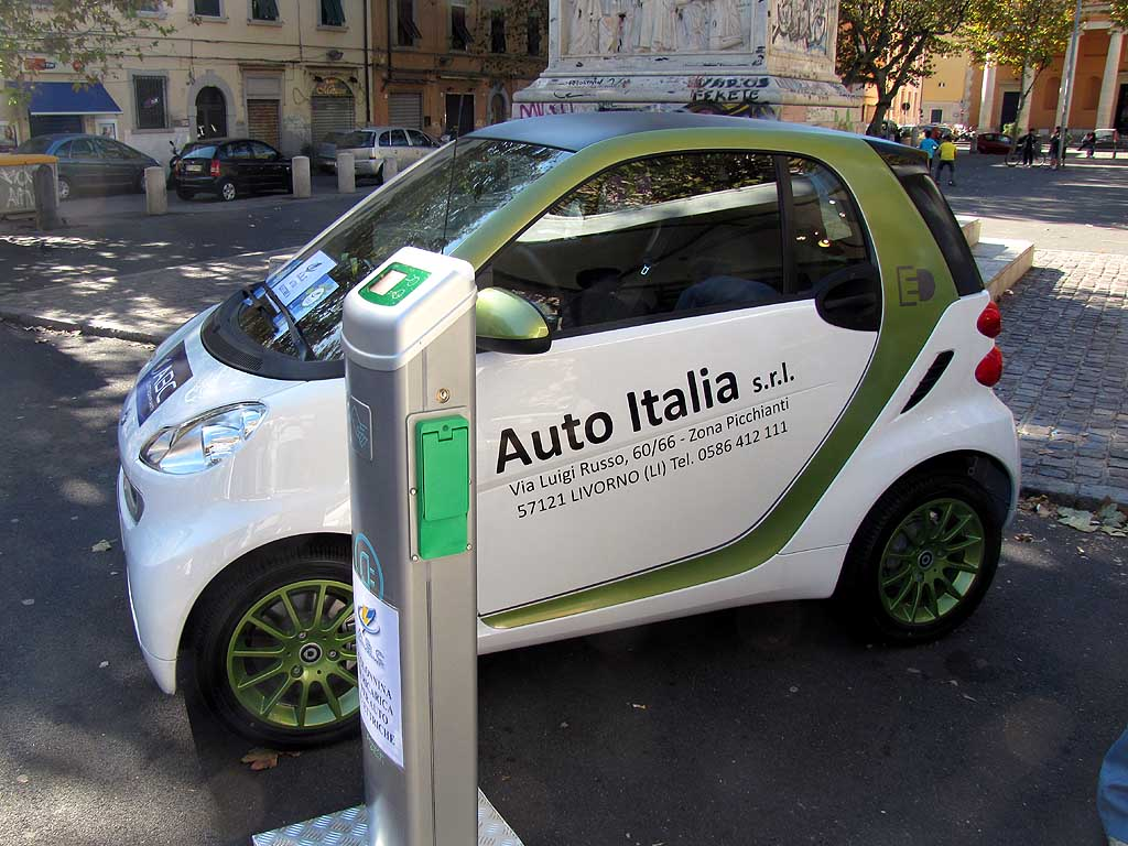 Electric Smart car, piazza XX Settembre, Livorno