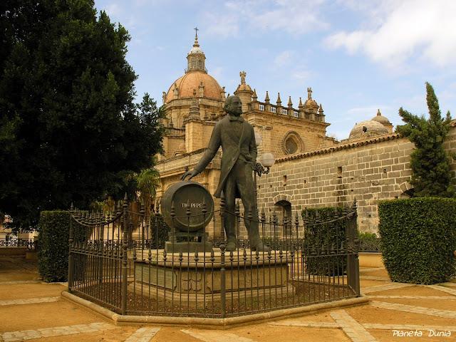 Monumento a Manuel María González