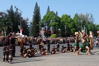 cong-chiêng-tham-gia-le-hoi-festival-ca-phe-BMT