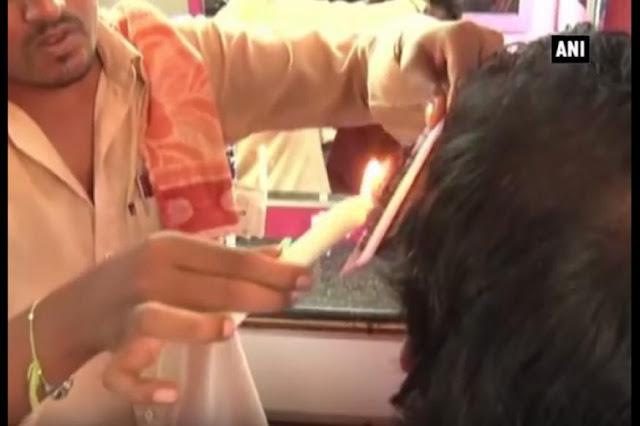 ये नाई कैंची से नहीं जलती हुई मोमबत्ती से काटता है बाल