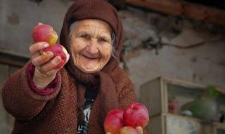 Οι φτωχοί είναι πιο γενναιόδωροι από τους πλούσιους γιατί ξέρουν καλύτερα πως είναι να μην έχεις τίποτα