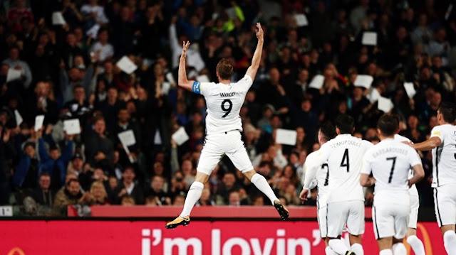 Chris Wood celebra uno de sus tres goles con los que Nueva Zelanda masacró a Islas Salomón en la final de la eliminatoria de Oceanía