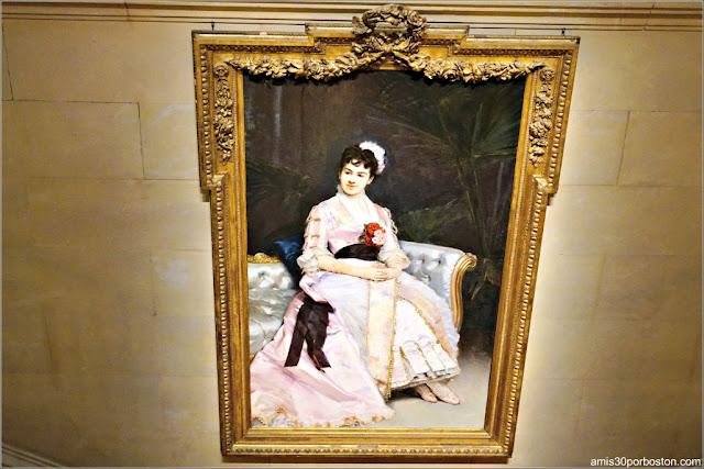 Retrato de la Señora Vanderbilt en la Gran Escalera de la Mansión The Breakers, Newport