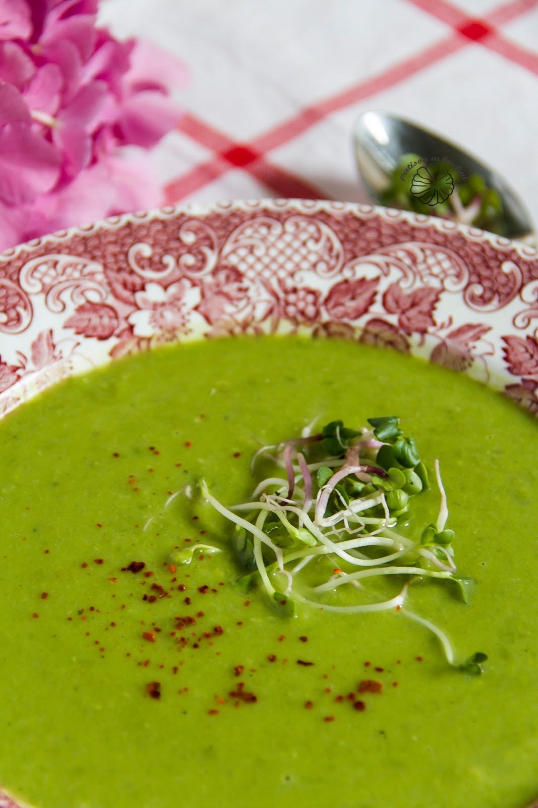 Kremowa zupa z zielnego groszku.