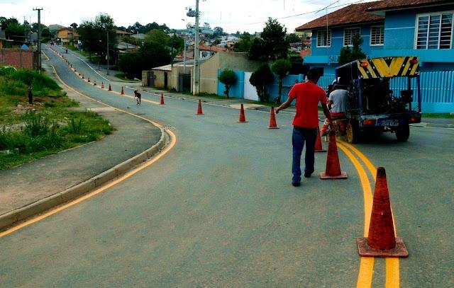 Prefeitura entrega mais três ruas asfaltadas no bairro Roça Grande em Colombo