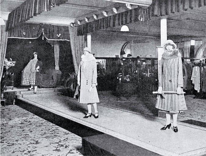 historia pokazów mody